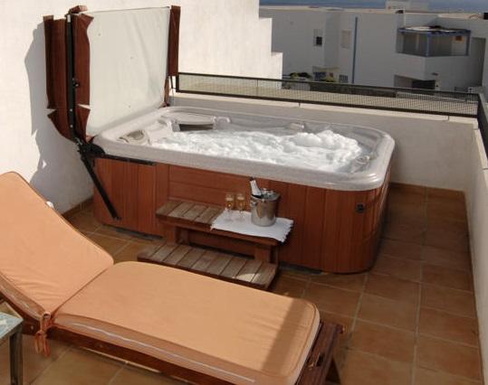 Hoteles con jacuzzi privado en la habitaci n en almer a for Hoteles con jacuzzi en la habitacion