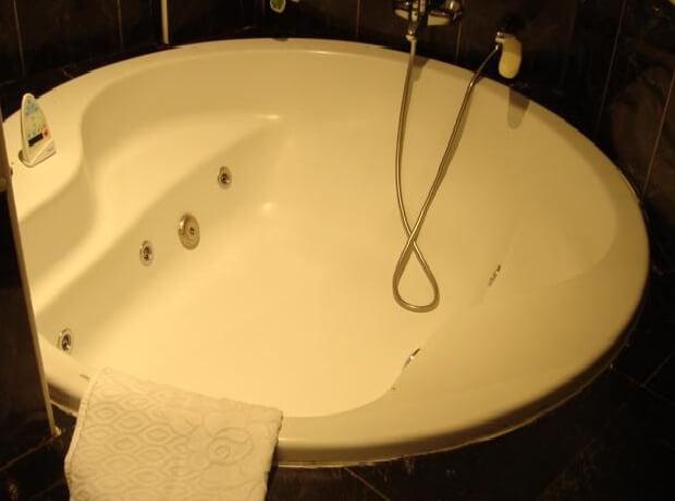 Hoteles con jacuzzi privado en la habitaci n en vila for Hoteles con jacuzzi en la habitacion