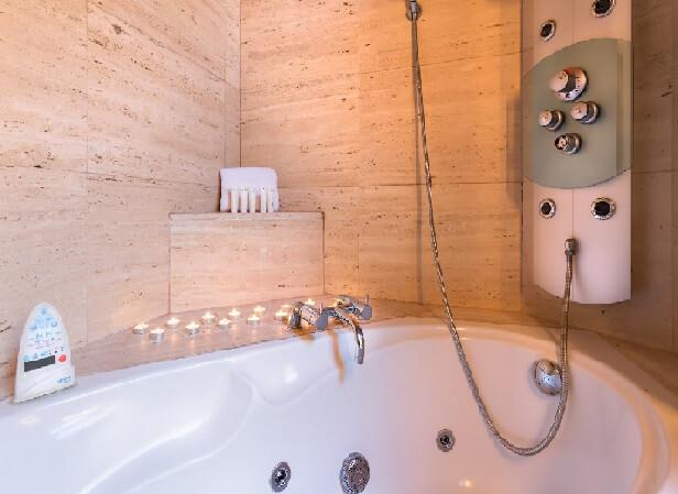 Hoteles con jacuzzi privado en la habitaci n en vila for Hoteles en avila con piscina