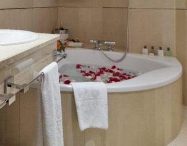 Hoteles con jacuzzi privado en la habitaci n badajoz for Hoteles en badajoz con piscina