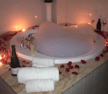 Hoteles con jacuzzi privado en la habitaci n tarragona for Hoteles romanticos en la sierra de madrid