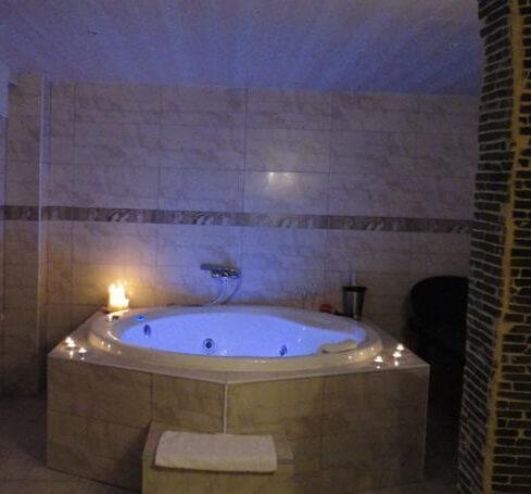 Hoteles con jacuzzi privado en la habitaci n en cantabria for Hoteles en madrid con terraza en la habitacion