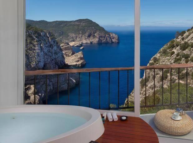 Hoteles con jacuzzi privado en la habitaci n en ibiza for Hoteles romanticos en madrid con piscina o jacuzzi privado