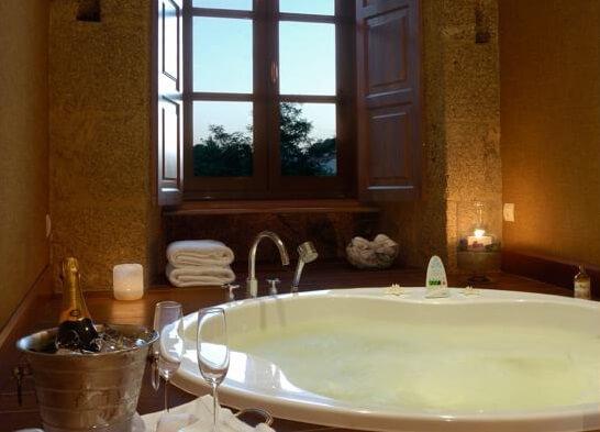 Hoteles con jacuzzi privado en la habitaci n en la coru a for Banera con yacusi