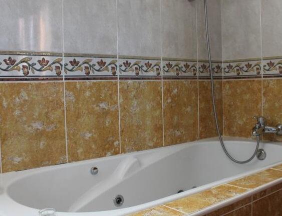 Hoteles con jacuzzi privado en la habitaci n en lanzarote for Hoteles romanticos en madrid con piscina o jacuzzi privado