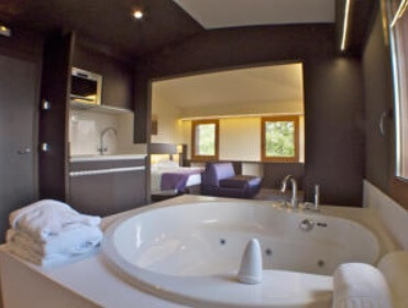 Hoteles con jacuzzi privado en la habitaci n lleida for Hoteles con jacuzzi en la habitacion