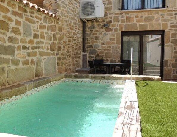 Hoteles con piscina privada en la habitaci n lleida for Hotel piscina habitacion