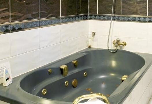 Hoteles con jacuzzi privado en la habitaci n en lugo for Hoteles romanticos en madrid con piscina o jacuzzi privado