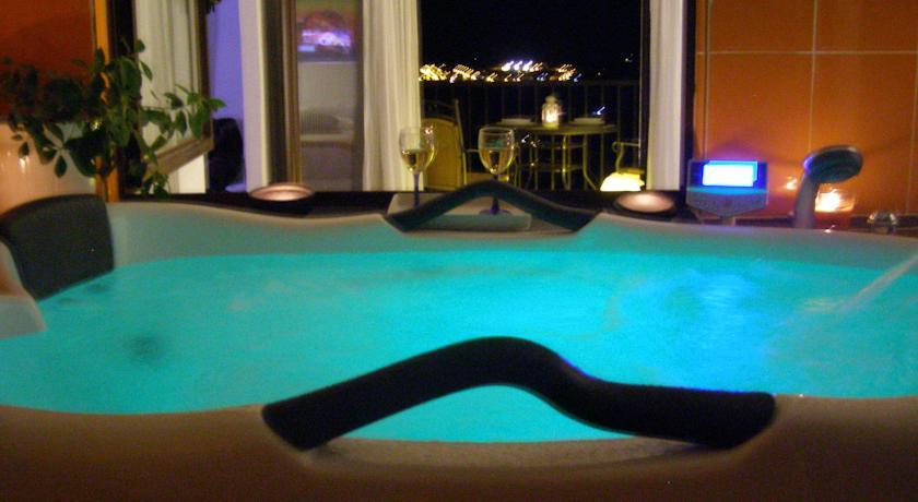 Hoteles con jacuzzi privado en la habitaci n en m laga for Hoteles con jacuzzi en la habitacion