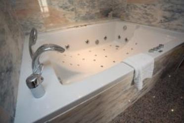 Hoteles con jacuzzi privado en la habitaci n en m laga - Spas en malaga ...