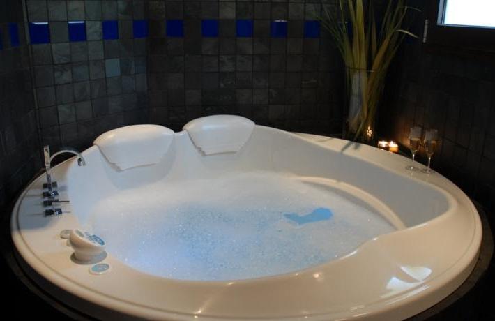 Hoteles con jacuzzi privado en la habitaci n en m laga for Hoteles romanticos en madrid con piscina o jacuzzi privado