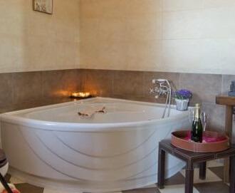 Hoteles con jacuzzi privado en la habitaci n en salamanca for Hoteles en madrid con terraza en la habitacion