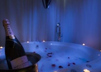 Hoteles con jacuzzi privado en la habitaci n valencia for Hoteles romanticos en madrid con piscina o jacuzzi privado
