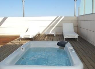 Hoteles con jacuzzi privado en la habitaci n valencia for Hotel diseno valencia