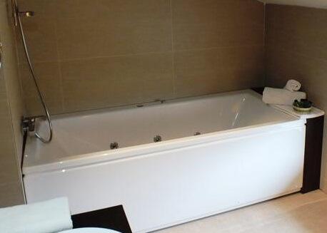 Hoteles con jacuzzi privado en la habitaci n en valladolid - Hotel puerta del arco ...