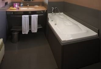 Hoteles con jacuzzi privado en la habitaci n andorra for Hoteles romanticos en madrid con piscina o jacuzzi privado