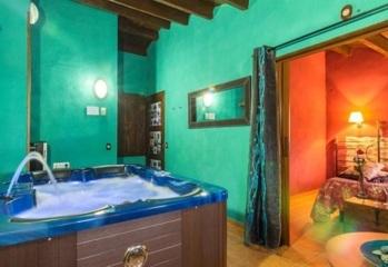 Hoteles con jacuzzi privado en la habitaci n teruel for Hoteles en teruel con piscina
