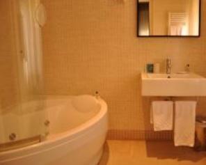 Hoteles con jacuzzi privado en la habitaci n roma for Hoteles con microondas en la habitacion