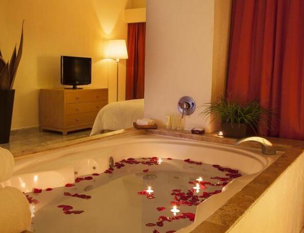 Hoteles con jacuzzi privado en la habitaci n en canc n for Hoteles con habitaciones comunicadas playa